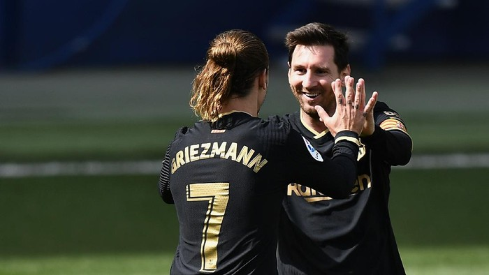 VILLAREAL, SPAIN - APRIL 25: Antoine Griezmann of FC Barcelona celebrates with Lionel Messi after scoring their sides first goal during the La Liga Santander match between Villarreal CF and FC Barcelona at Estadio de la Ceramica on April 25, 2021 in Villareal, Spain. Sporting stadiums around Spain remain under strict restrictions due to the Coronavirus Pandemic as Government social distancing laws prohibit fans inside venues resulting in games being played behind closed doors. (Photo by Aitor Alcalde/Getty Images)