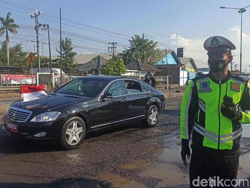 Jokowi Kunjungi Demak, Warga Minta Perbaikan Pantura yang Terdampak Rob
