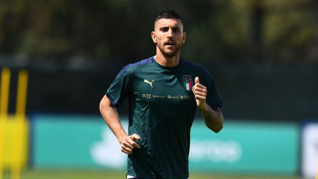 SANTA MARGHERITA DI PULA, ITALY - MAY 25: Lorenzo Pellegrini of Italy in action during training session at Forte Village Resort on May 25, 2021 in Santa Margherita di Pula, Italy. (Photo by Claudio Villa/Getty Images)