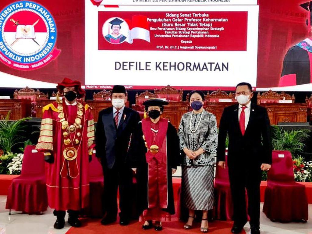 Momen Prabowo-Puan hingga BG Foto Bareng Profesor Megawati