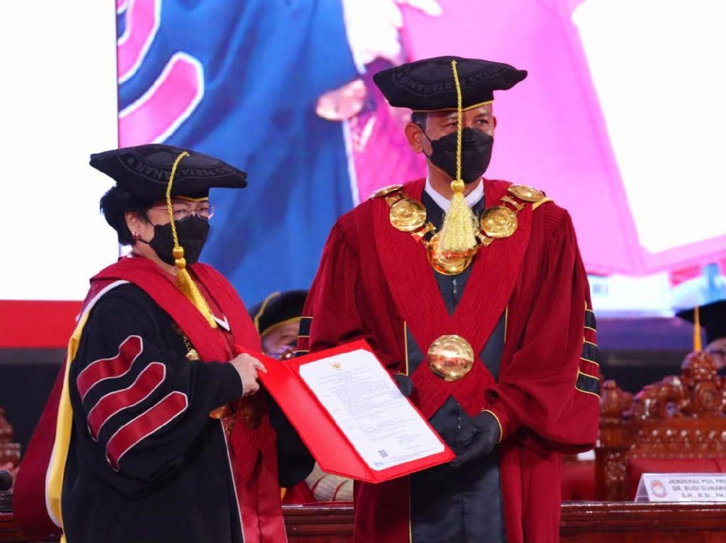 Momen Megawati Resmi Bergelar Profesor Kehormatan dari Unhan