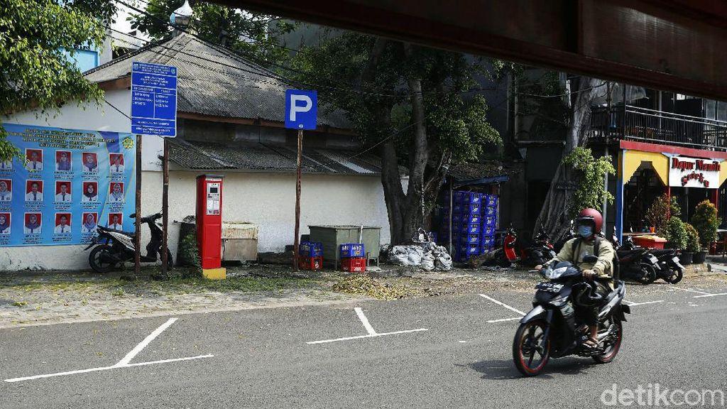 Parkir meter peninggalan Ahok, yang dikelola oleh Pemprov DKI masih berjalan dengan baik, di kawasan Melawai Blok M, Jakarta Selatan, Jumat (11/06/2021).