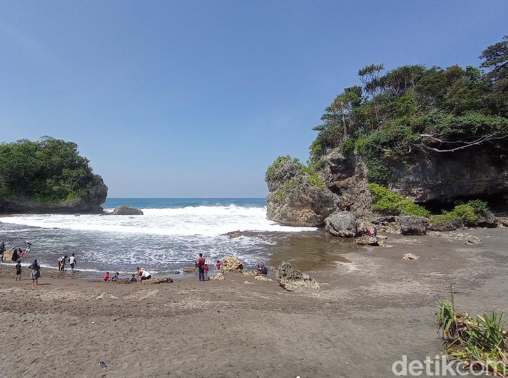 Pantai Batukaras dan Madasari Pangandaran Ditutup Sementara