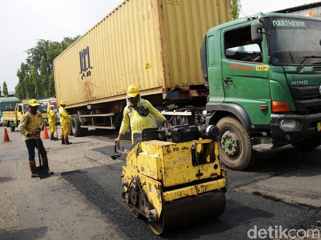 Asyik, Jalan Berlubang di Marunda Diperbaiki