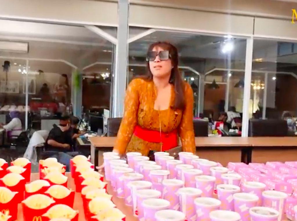 Selain Sisca Kohl, Maharani Kemala Crazy Rich Bali Juga Borong BTS Meal!