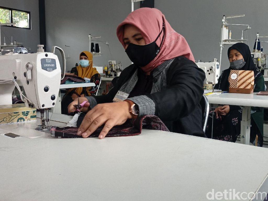 Kelompok Wanita Mandiri, Dampingi IRT Jadi Lebih Produktif