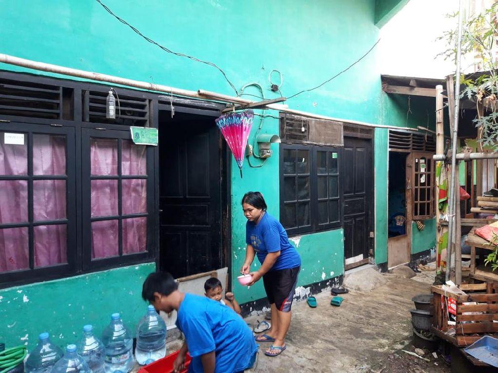 Pipa PAM Sejumlah Rumah di Tipar Cakung Mampet Gegara Pembangunan Got
