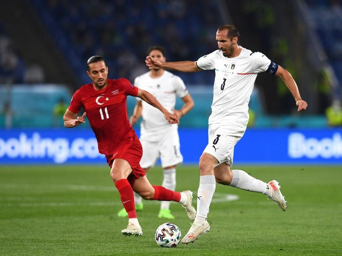 ROME, ITALY - JUNE 11: Giorgio Chiellini of Italy runs with the ball whilst under pressure from Yusuf Yazici of Turkey during the UEFA Euro 2020 Championship Group A match between Turkey and Italy at the Stadio Olimpico on June 11, 2021 in Rome, Italy. (Photo by Claudio Villa/Getty Images)