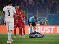 Wow! Ada Mobil Masuk Lapangan di Laga Pembuka Euro 2020