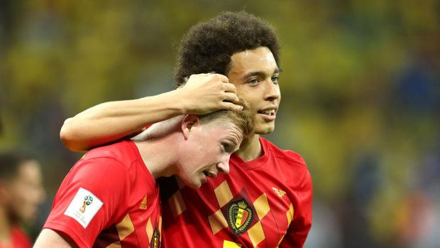 KAZAN, RUSSIA - JULY 06:  Kevin De Bruyne and Axel Witsel of Belgium celebrate following their sides victory in the 2018 FIFA World Cup Russia Quarter Final match between Brazil and Belgium at Kazan Arena on July 6, 2018 in Kazan, Russia.  (Photo by Catherine Ivill/Getty Images)