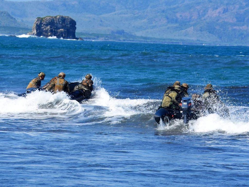 Marinir Indonesia dan AS Berbagi Ilmu Surf Report dan Long Range Navigation