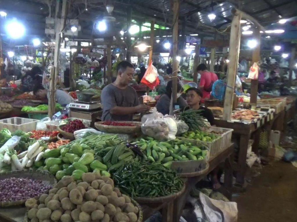 Pedagang Pasar Rebo Purwakarta Tolak Rencana PPN Sembako
