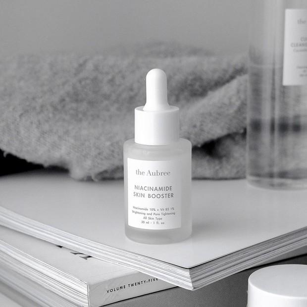 Serum niacinamide yang mampu menghilangkan bekas jerawat sekaligus membuat kulit lebih sehat dan awet muda.