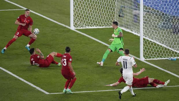 Soccer Football - Euro 2020 - Group A - Turkey v Italy - Stadio Olimpico, Rome, Italy - June 11, 2021 Turkey's Merih Demiral scores an own goal and Italy's first Pool via REUTERS/Andrew Medichini