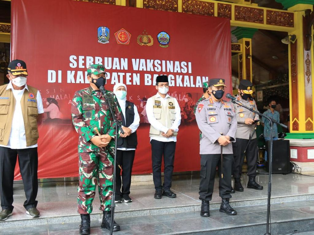Panglima TNI dan Kapolri Pantau Vaksinasi Massal di Bangkalan