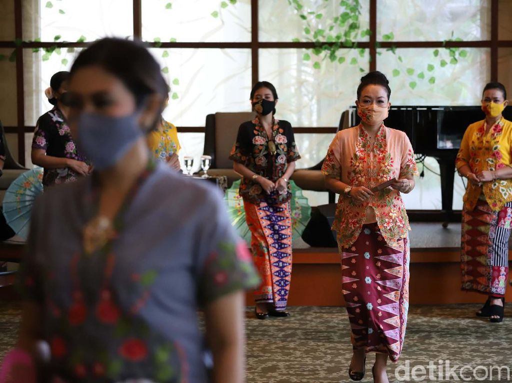 Fashion Show Virtual Kebaya Encim dan Batik Betawi