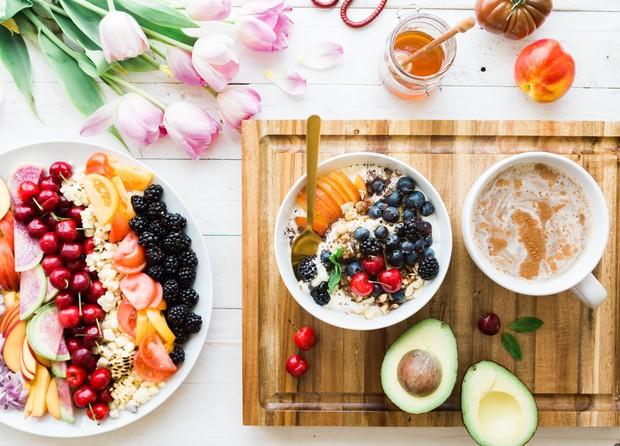 Makan makanan sehat dengan porsi yang sesuai.