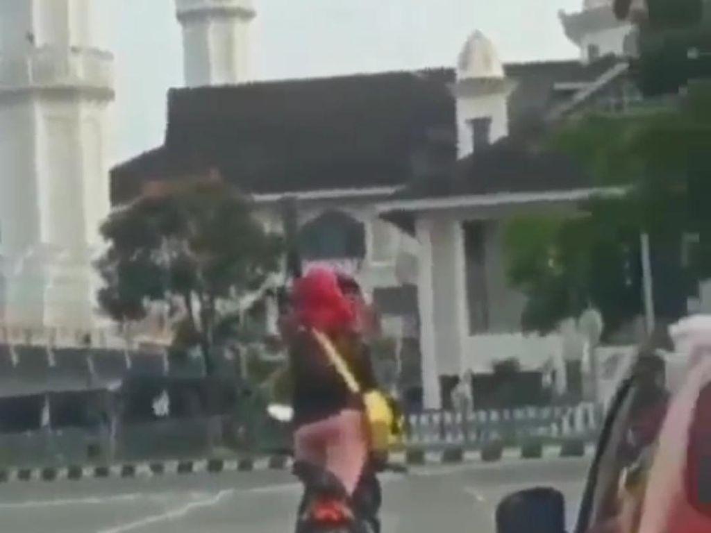 Viral Video Pemotor Joget di Lampu Merah Bandung, Polisi: Membahayakan!