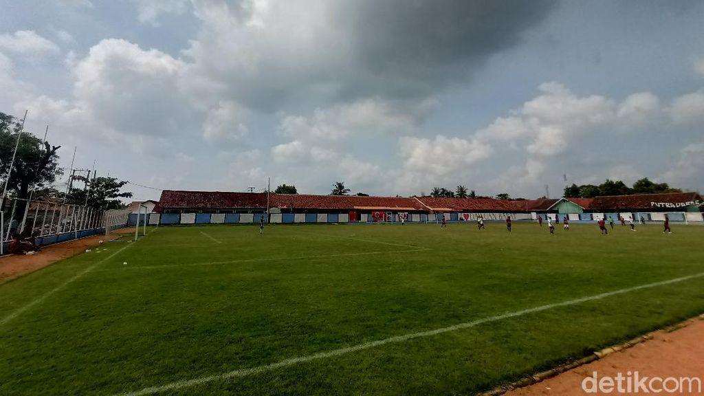Foto Lapangan Bola di Karawang: Dulu Tanah Merah, Kini Standar FIFA