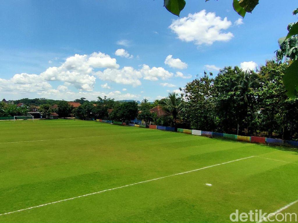 Potret Lapangan Bola Desa Markasnya MU, Munding United