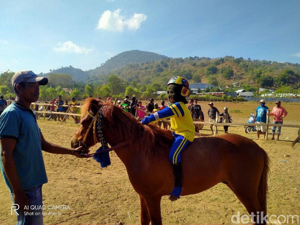 Kunjungi Arena Pacuan Kuda Bima, Sandiaga: Harus Jadi Event Nasional
