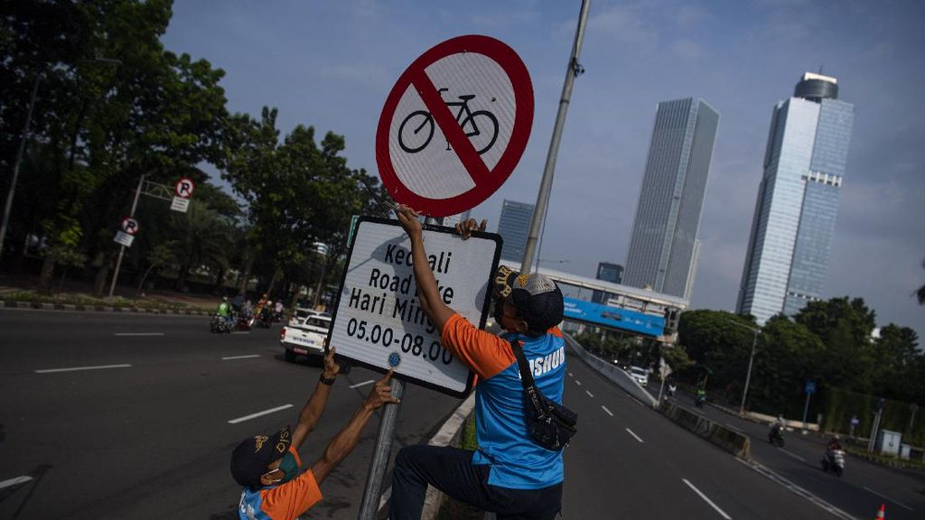 Rambu Jalur Khusus Road Bike di JLNT Casablanca Dicopot