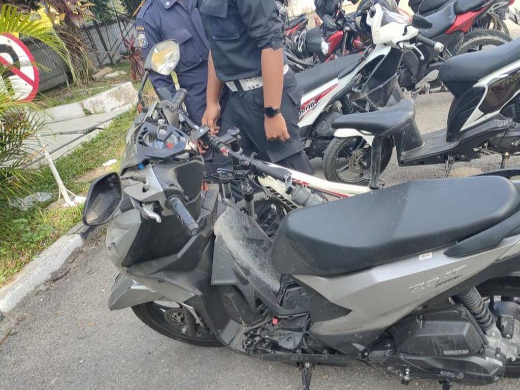 Mobil Seruduk Motor-Sepeda-Pejalan Kaki di Pekanbaru, 1 Orang Tewas