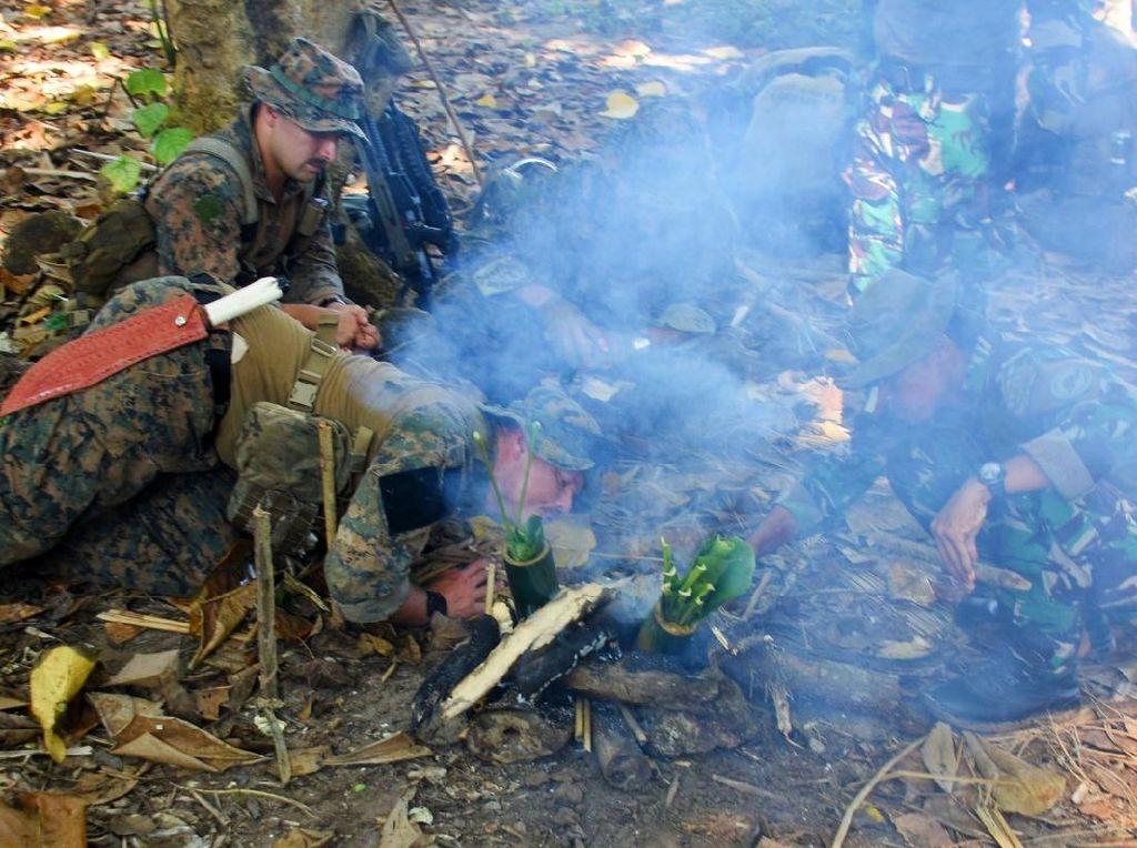 Prajurit Marinir Indonesia dan AS Latihan Jungle Patrol di Tengah Hutan