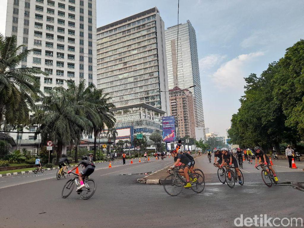 JLNT Kampung Melayu-Tanah Abang Ramai Pesepeda Road Bike Pagi Ini