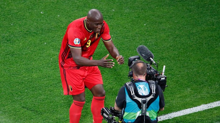 SAINT PETERSBURG, RUSSIA - JUNE 12: Romelu Lukaku of Belgium celebrates after scoring their sides first goal during the UEFA Euro 2020 Championship Group B match between Belgium and Russia on June 12, 2021 in Saint Petersburg, Russia. (Photo by Anton Vaganov - Pool/Getty Images)