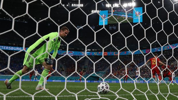 Soccer Football - Euro 2020 - Group B - Belgium v Russia - Gazprom Arena, Saint Petersburg, Russia - June 12, 2021 Russia's Anton Shunin looks dejected after Belgium's Thomas Meunier scores their second goal REUTERS/Evgenia Novozhenina