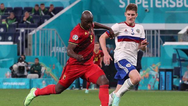 Soccer Football - Euro 2020 - Group B - Belgium v Russia - Gazprom Arena, Saint Petersburg, Russia - June 12, 2021 Belgium's Romelu Lukaku scores their third goal Pool via REUTERS/Evgenia Novozhenina