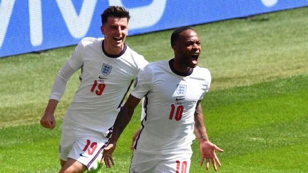 Soccer Football - Euro 2020 - Group D - England v Croatia - Wembley Stadium, London, Britain - June 13, 2021  England's Raheem Sterling celebrates scoring their first goal with Mason Mount Pool via REUTERS/Justin Tallis