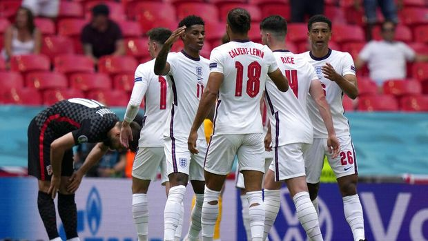 England players celebrate at the end of the Euro 2020 soccer championship group D match between England and Croatia at Wembley stadium in London, Sunday, June 13, 2021. England won 1-0. (AP Photo/Frank Augstein, Pool)