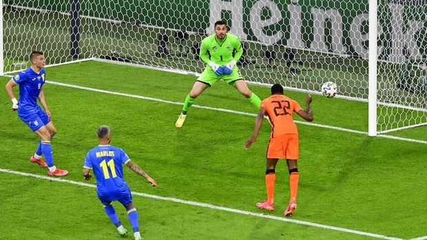 Denzel Dumfries, right, of the Netherlands heads the ball during the Euro 2020 soccer championship group C match between Netherlands and Ukraine at Johan Cruijff Arena in Amsterdam, Netherlands, Sunday, June 13, 2021. (AP Photo/Olaf Kraak, Pool)