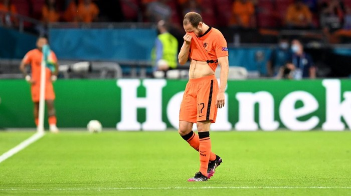 AMSTERDAM, NETHERLANDS - JUNE 13: Daley Blind of Netherlands reacts as he leaves the pitch during the UEFA Euro 2020 Championship Group C match between Netherlands and Ukraine at the Johan Cruijff ArenA on June 13, 2021 in Amsterdam, Netherlands. (Photo by John Thys - Pool/Getty Images)