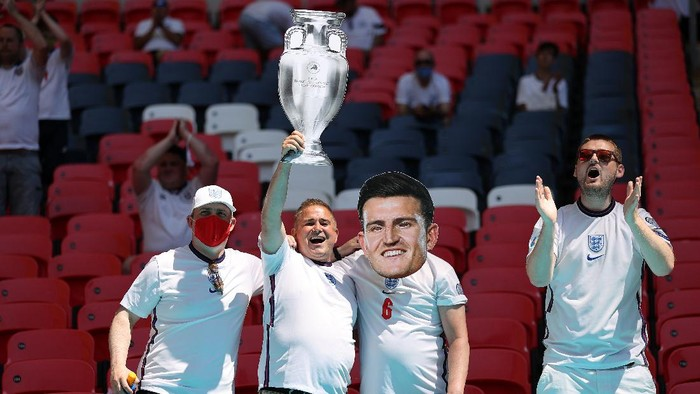 LONDON, ENGLAND - JUNE 13: England fans raise a cardboard UEFA Euro 2020 trophy and wear a Harry Maguire mask in the stand prior to the UEFA Euro 2020 Championship Group D match between England and Croatia at Wembley Stadium on June 13, 2021 in London, England. (Photo by Carl Recine - Pool/Getty Images)