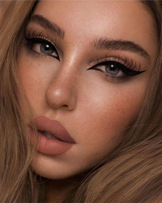 Fox Eyes Eyeliner