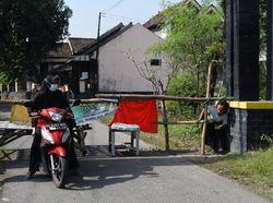 Gegara Klaster Hajatan, Akses Keluar-Masuk Desa di Madiun Dibatasi