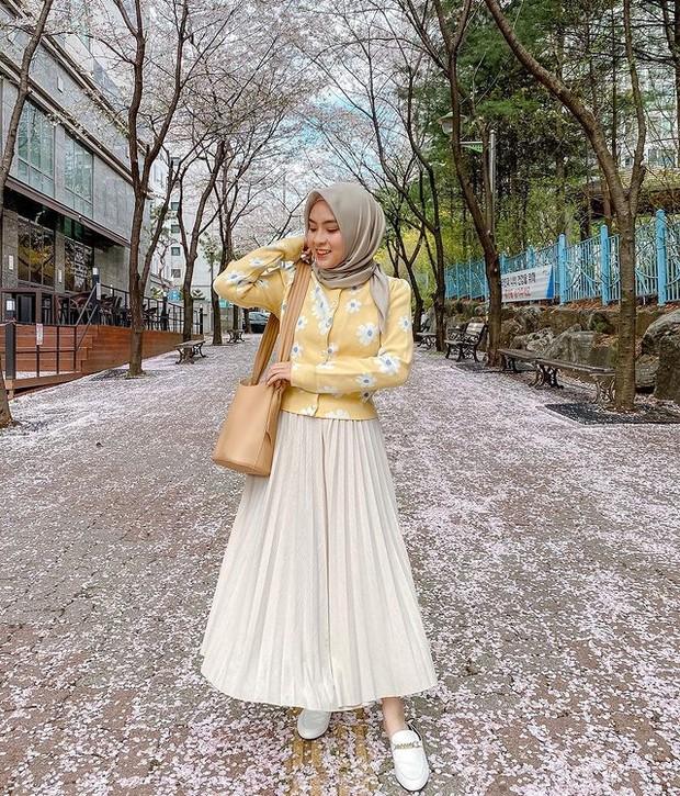 inspirasi fashion cardigan rajut ala Bianca Kartika