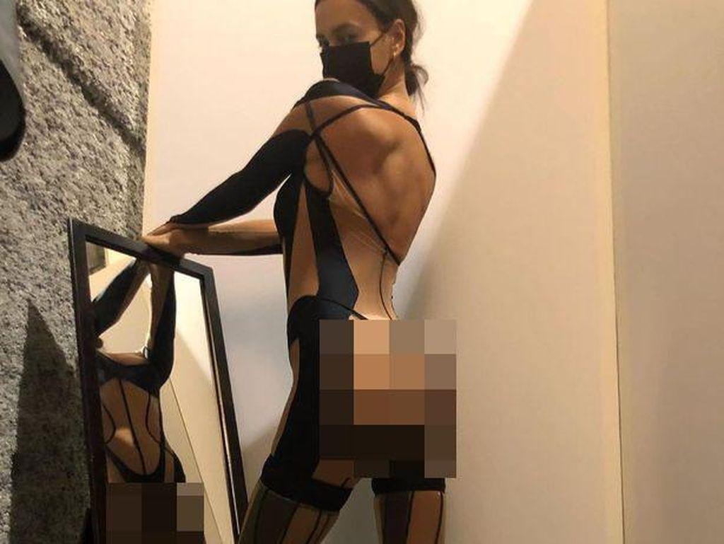 5 Potret Seksi Irina Shayk Pakai Baju Transparan, Seperti Tak Berbusana