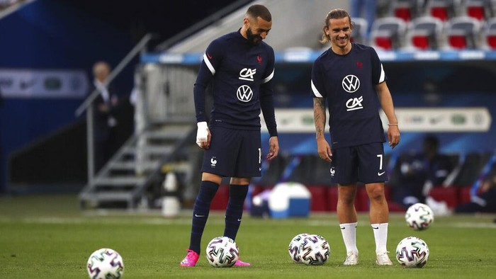 Frances Karim Benzema, left, and Frances Antoine Griezmann warm up ahead of the international friendly soccer match between France and Wales at the Allianz Riviera stadium in Nice, France, Wednesday, June 2, 2021. (AP Photo/Daniel Cole)