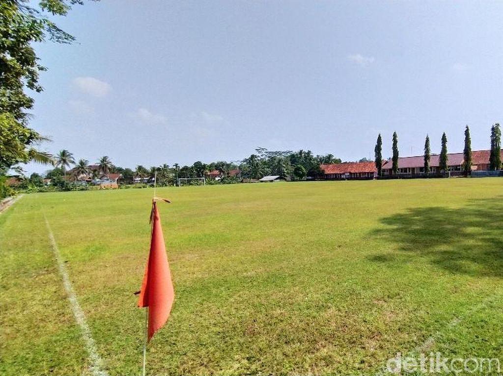 Foto Lapangan Bola di Ciamis yang Punya Rumput seperti GBLA