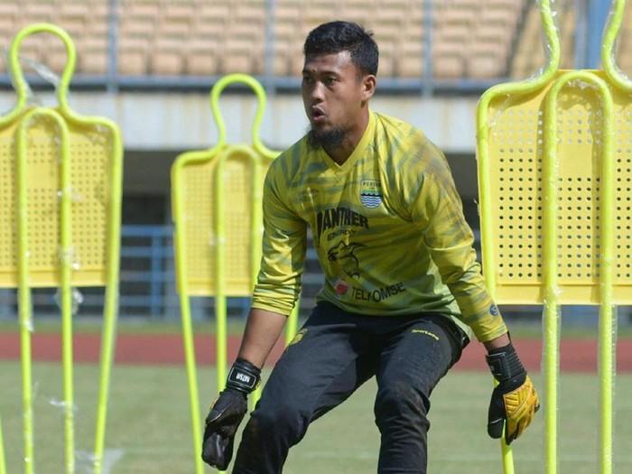 Kiper Persib Bandung, M Natshir.