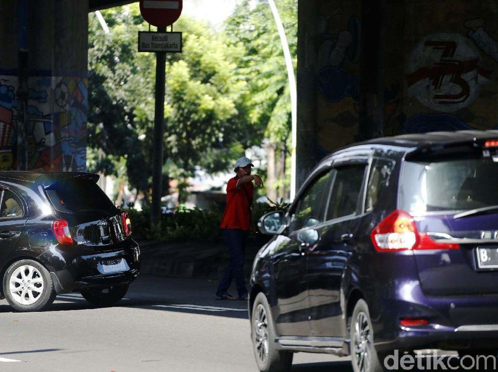Pak Ogah Menjamur di Jalan By Pass Jakarta Timur