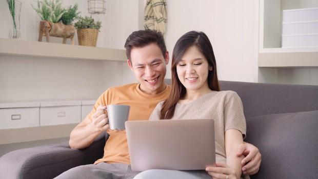 Memberi apresiasi pada pasangan bukan hal yang sepele lho! Enggak peduli sekecil apa usaha yang ia lakukan, meskipun berakhir gagal, kamu harus tetap memberikan apresiasi kepadanya.