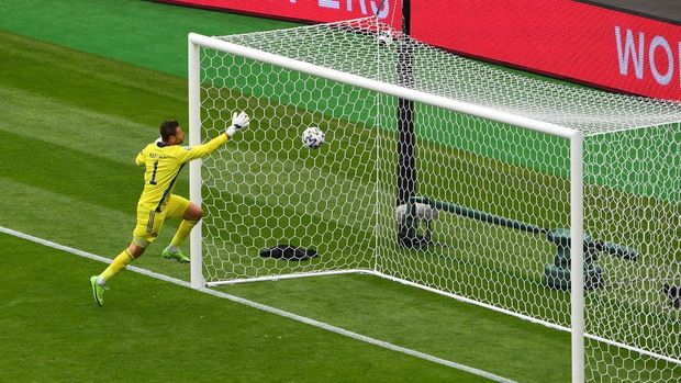 GLASGOW, SCOTLAND - JUNE 14: David Marshall of Scotland fails to save Czech Republic's second goal scored by Patrik Schick (Not pictured) during the UEFA Euro 2020 Championship Group D match between Scotland v Czech Republic at Hampden Park on June 14, 2021 in Glasgow, Scotland. (Photo by Andy Buchanan - Pool/Getty Images)
