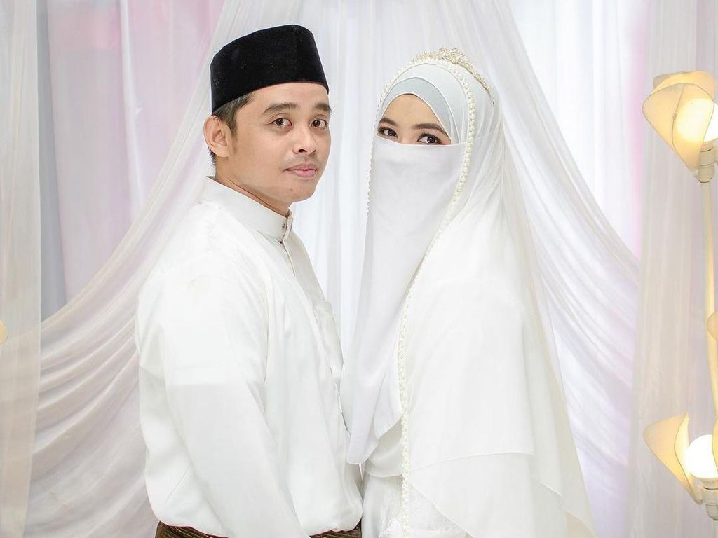 Kisah Viral Bikin Haru, Pendeta Datang ke Nikahan Putrinya yang Bercadar