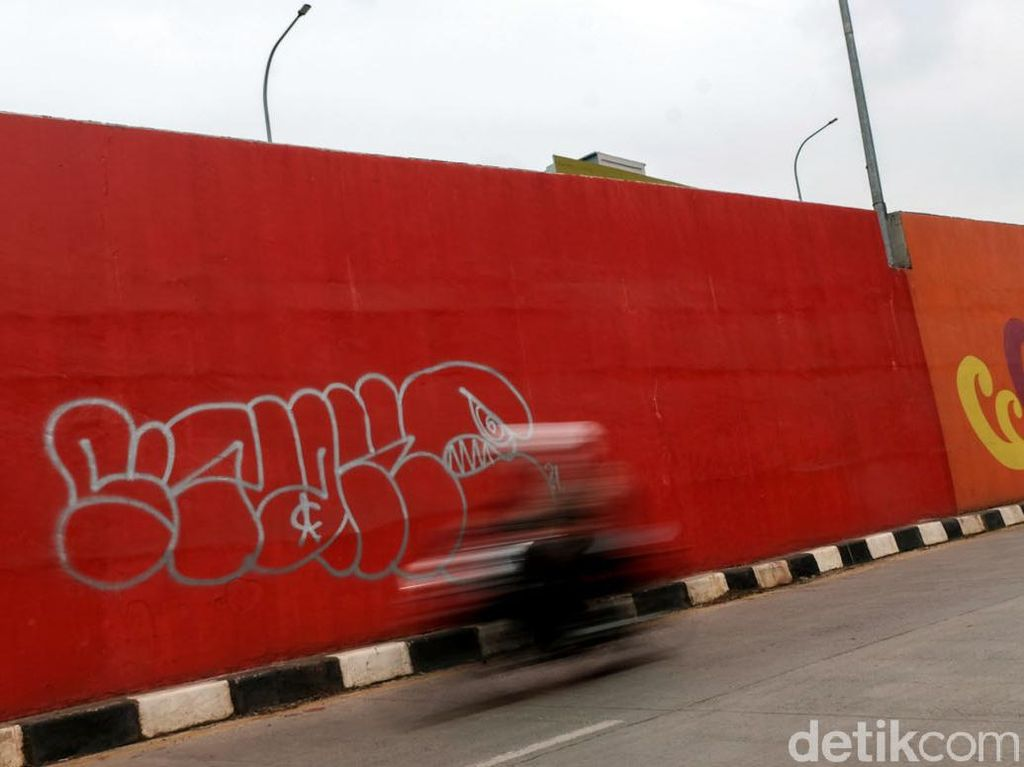 Terlalu! Flyover Gaplek Jadi Korban Aksi Vandalisme