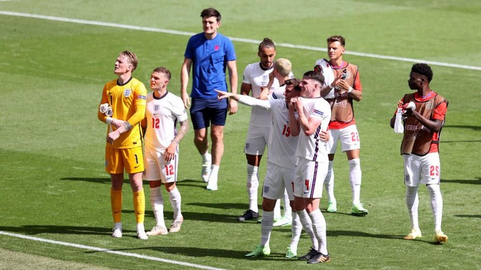 LONDON, ENGLAND - JUNE 13: Players of England acknowledge the fans after the UEFA Euro 2020 Championship Group D match between England and Croatia at Wembley Stadium on June 13, 2021 in London, England. (Photo by Catherine Ivill/Getty Images)